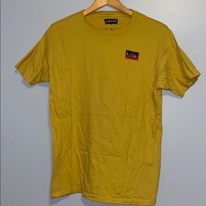 yellow levi tee